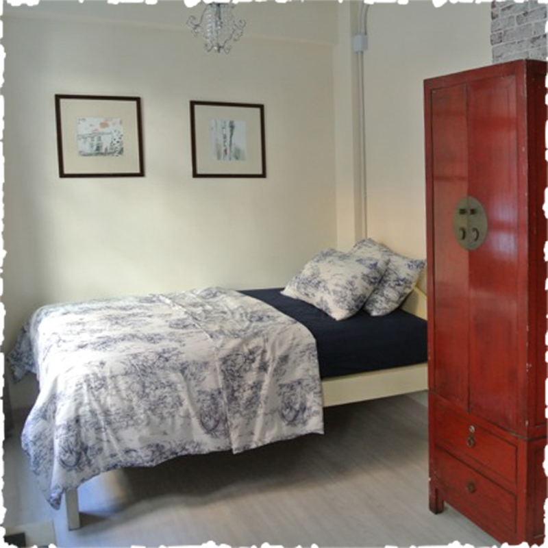 serviced apartment in sheung wan Chinese style wardrobe double bed
