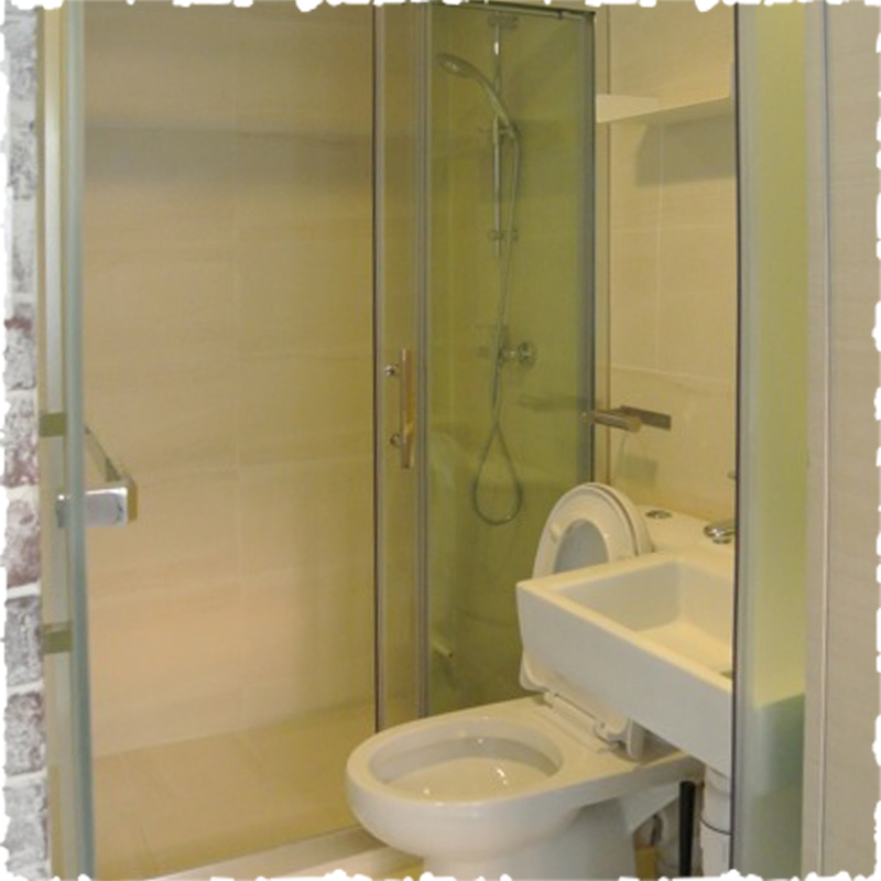 serviced apartment in Sheung Wan clean & clear toilet shower room